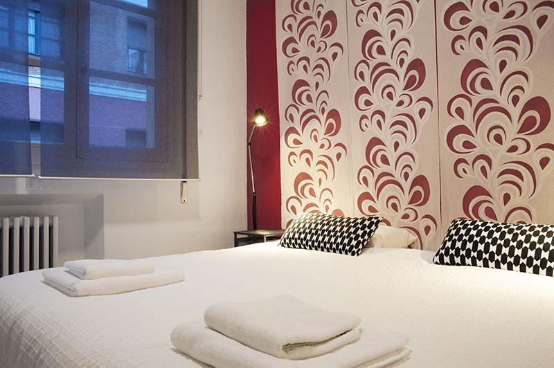 Woohoo hostal madridHabitación Luxury del hostal en Madrid perfecta para parejas con diseño vanguardista.